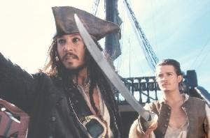 Johnny Depp balról, erős szemkontúrral