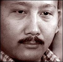 Dhondup a tettekben hisz