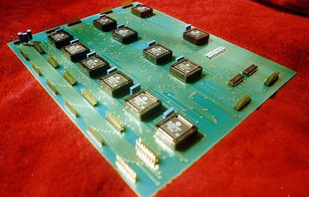 Плата для моделирования эволюции электронных схем.