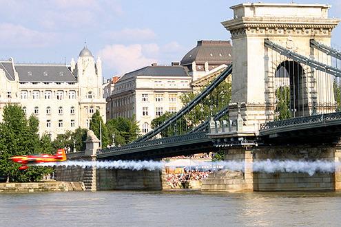 Versenyző a híd alól                                     // Fotó: Nagy Attila, (c) 1999-2009 Index.hu