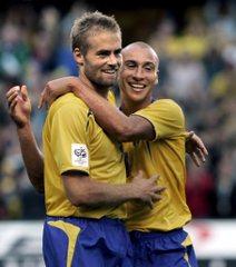Mellberg ünnepli a bolgárok elleni gólját Larssonnal