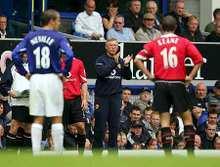 Keane (jobbra) és a háttérben Ferguson