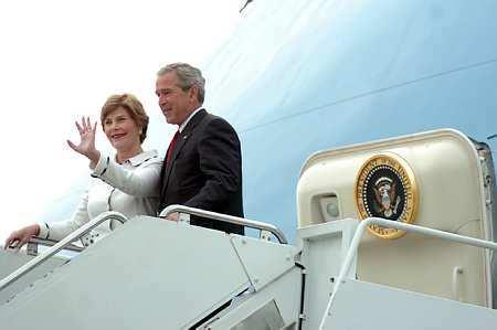 G. W. Bush megérkezett Ferihegyre