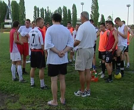 Eligazítás edzés előtt (Kép: TV Kispest)