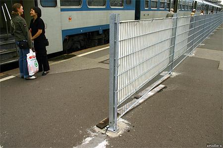 Már áll a kerítés