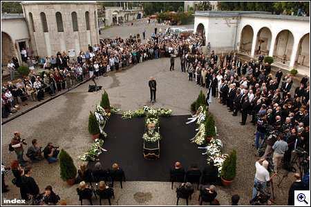 Képek a temetésről