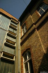 Az emeleti folyosó ablaka