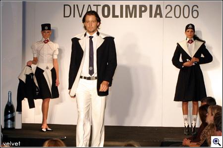 78362670e9 Velvet - Trend - Áttetsző blúzok, és a jövő revü-ruhái