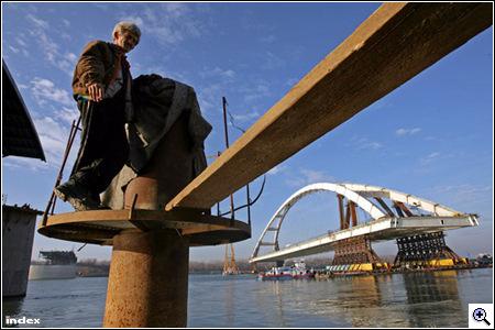 Nézzen úszó hidat – klikk a képre!