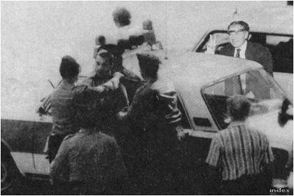 Orbán Viktort, a Fidesz elnökét 1988 júniusában előállították a rendőrök. Egyedül Horn Gyula biztatta későbbi ellenfelét: sose adja fel! (Fotó:Kapitány Éva/Tbg)