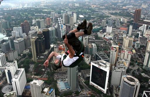 Kuala Lumpur-i l�tk�p egy b�zisugr� szemsz�g�b�l.