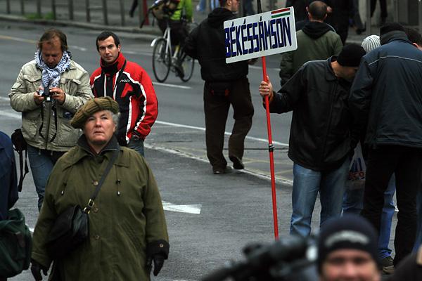 Meg�rkeztek a b�k�ss�msoniak a Fidesz nagygyűl�s�re.