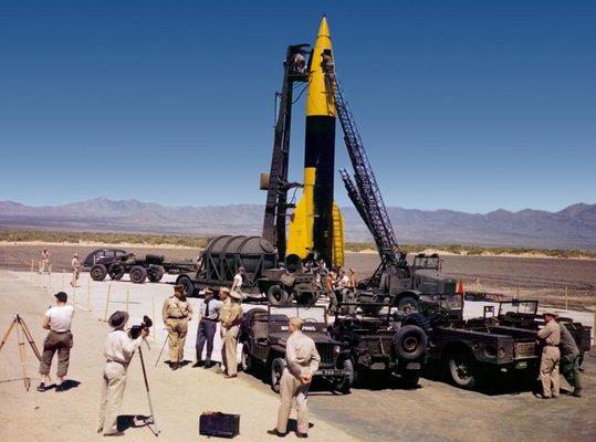 �j-Mexik�, White Sands, egy V-2-es rak�ta ind�t�si el�k�sz�letei