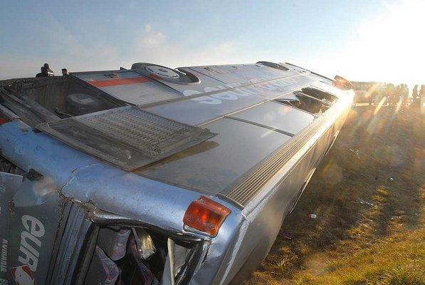 Balesetet szenvedett egy rom�n aut�busz az M5-�s aut�p�lya Szeged fel� vezet� oldal�n p�nteken reggel.