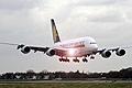 Leszállt az első A380-as