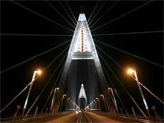 Csak egy hónapig tündökölhet az új híd