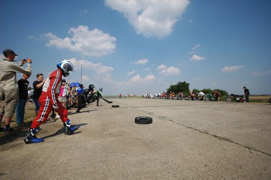 Le Mans-i rajttal indult a verseny: keresztbe kellett futni a pályán