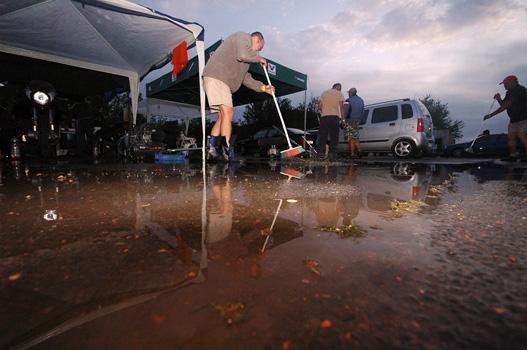 Volt olyan sátor, ahol bokáig állt a víz