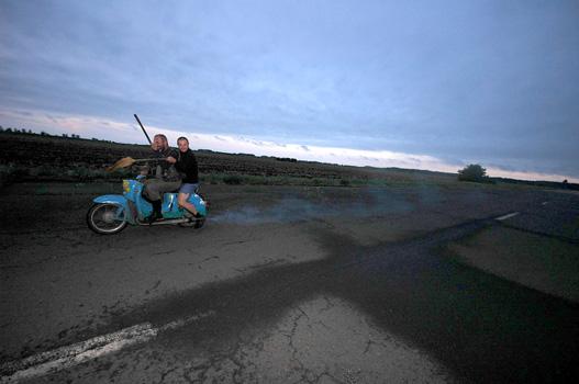 A veteránversenyen a pitbike is csak öreg lehet: Schwalbéval indultak pályát tisztítani
