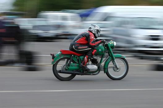 A kijelölt pályaszakasz sok egyenese inkább a gyors motoroknak kedvezett