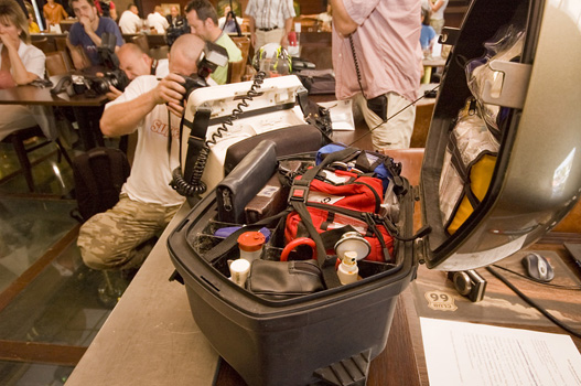 Felszerelésük a hordágy és az oxigénpalack kivételével megegyezik a mentőautóban találhatóval