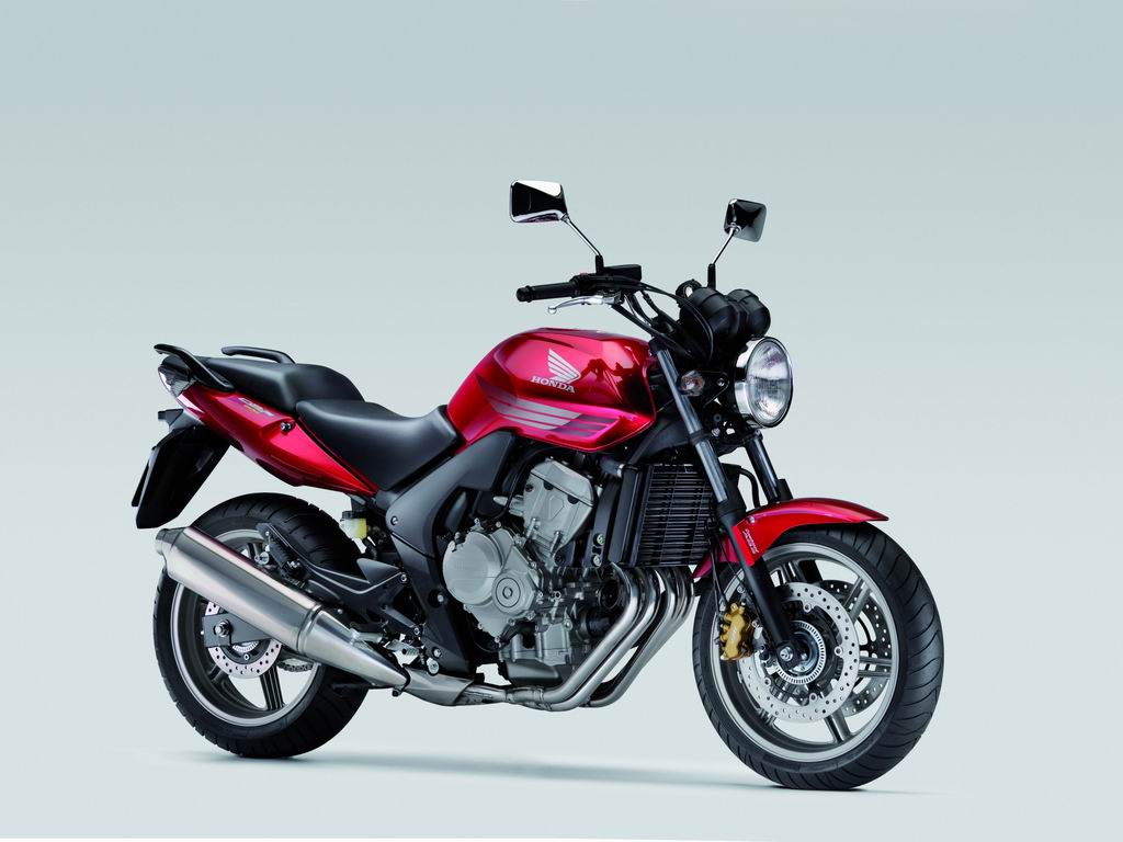 Also Sporting A Makeover This Year Is The XL700V Transalp Dual Purpose Sports Model Fitted With 2 Cylinder V Twin Engine That Delivers Powerful Low
