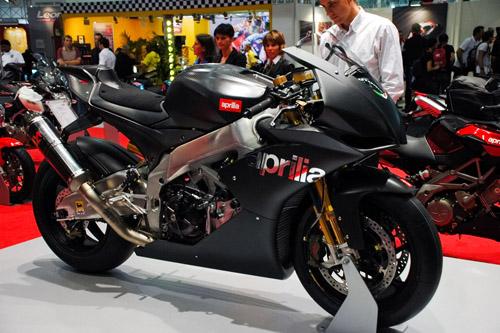 Az RSV4 superbike változata, karbon mindenhol