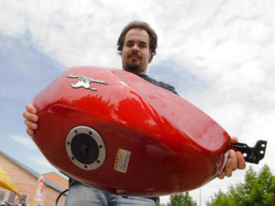 Totalbike: Tankfelújítás házilag