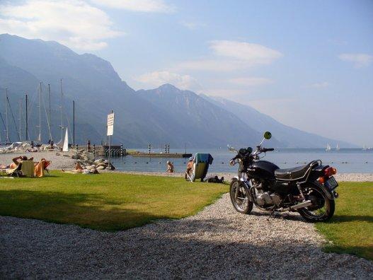 Garda-tó, ez itt Kawasaki Z750. Kawasaki Z750, ez itt a Garda-tó