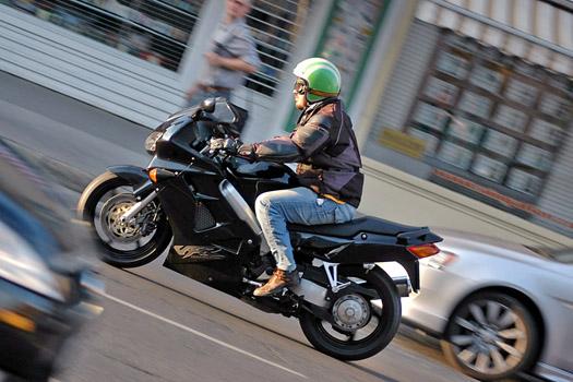 Kényelmes a motorozás a VFR-en