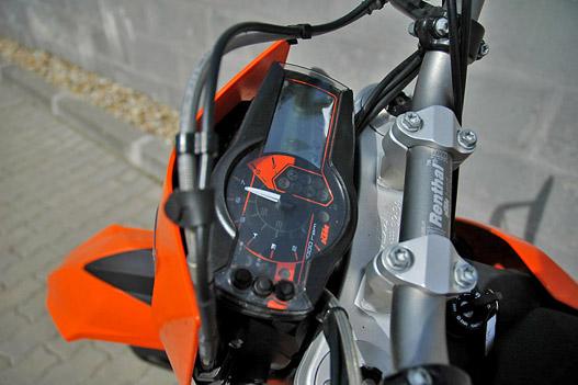 A megszokott KTM műszeregység - néha sajnos megzavarodik