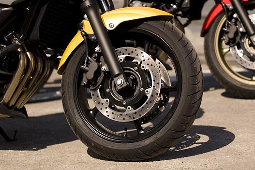 Hagyományos és hatékony fékek − létezik ABS-szel szerelt verzió is