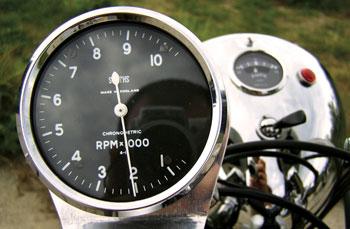 A Smith fordulatszámmérő - 4000-5000 között érdemes figyelni