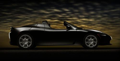 Fekete Tesla Roadster oldalról. Forrás: Tesla Motors