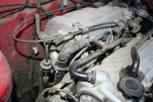 Szívócső a Mazda 626-on. Fotó: Csikós Zsolt