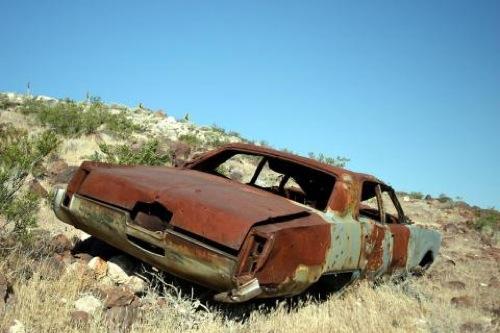 Rozsdás autó a Halál Völgyében. Forrás: Exploitz.com