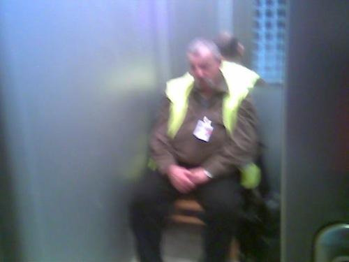 Tespedő biztonsági őr. Fotó: Winkler Róbert