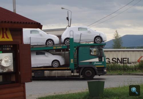 Új 500-as Fiatok tréleren