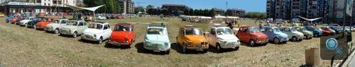 Egy sor 500-as Fiat Torinóban