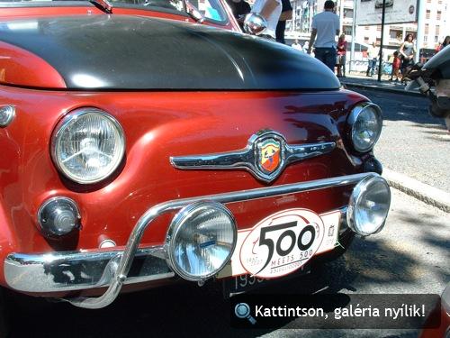 Piros-fekete 500-as Fiat Abarth Torinóban
