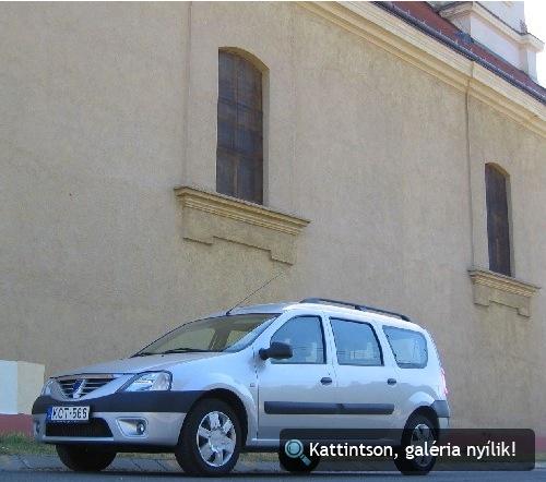 Hűsölő Dacia a vértesboglári templom árnyékában