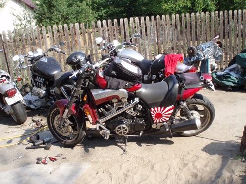 A VMax, mellette egy csomó másik motor