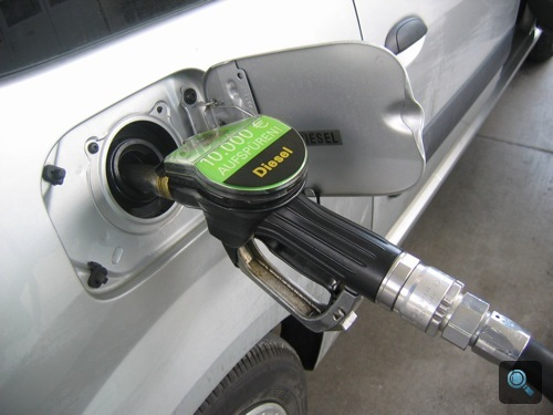Dízel töltőpisztoly a Dacia üzemanyagtöltő nyílásában