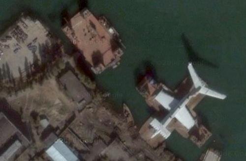 A Kaszpi-tengeri Szörny a dagesztáni Kaszpijszk kikötőjében. Forrás: Google Maps