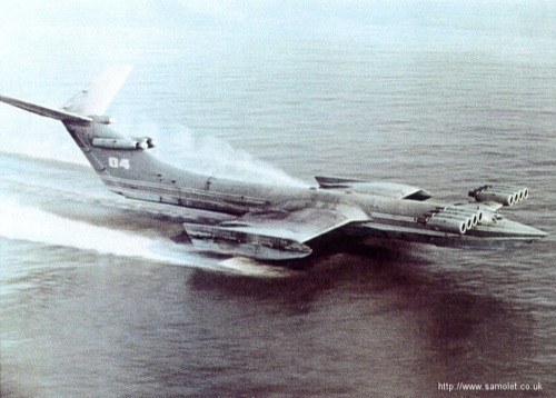 KM Ekranoplan repülés közben. Forrás: Samolet