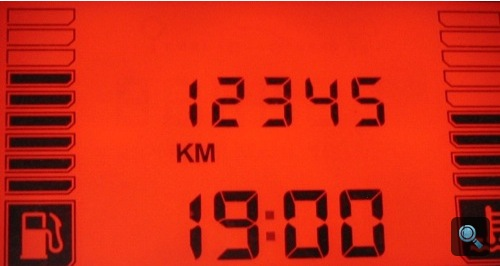 A Dacia kilométerszámlálója 12345 km-t mutat