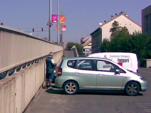 Parkolóőr autókkal