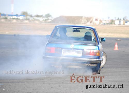 Szikrázó karkasz driftelő BMW-n