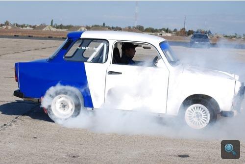 Driftautónak épített Lada-Trabant kiméra