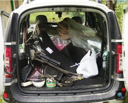 A telepakolt Dacia hátulról